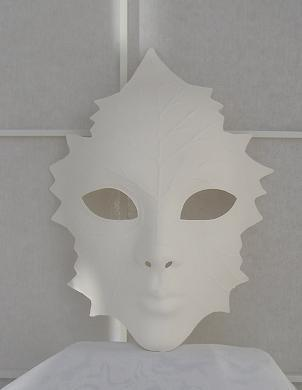 Leaf-shaped mask (white)